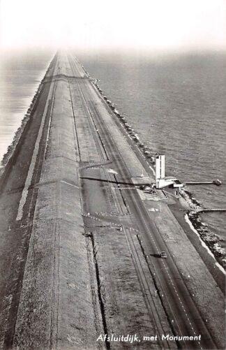 Ansichtkaart Den Oever Afsluitdijk met Monument 1958 KLM Luchtfoto 30350 Wieringen IJsselmeer HC17283
