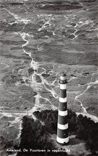 Ansichtkaart Ameland De Vuurtoren in vogelvlucht 1960 KLM Luchtfoto 33167 HC17285
