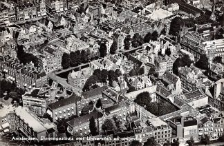 Ansichtkaart Amsterdam Binnengasthuis met Universiteit en omgeving 1959 KLM Luchtfoto no. 19261 HC17302