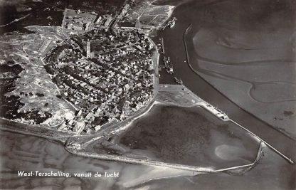 Ansichtkaart West - Terschelling vanuit de lucht Vuurtoren 1957 KLM Luchtfoto no. 18666 HC17311