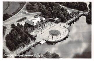 Ansichtkaart Groningen Paviljoen Stadspark met vijver 1957 KLM Luchtfoto no. 19428 HC17317