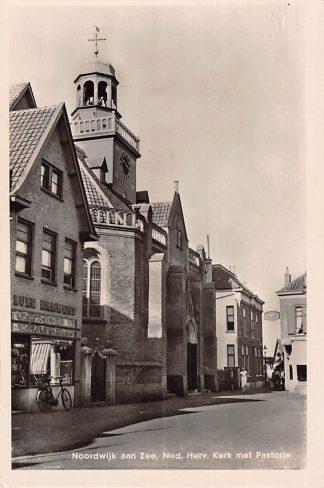Ansichtkaart Noordwijk aan Zee Ned. Hervormde Kerk met Pastorie 1951 HC17343
