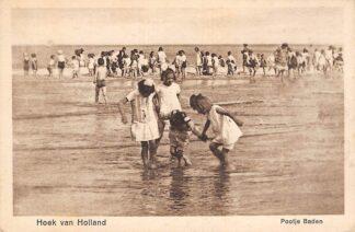 Ansichtkaart Hoek van Holland Pootje Baden aan het strand HC17348