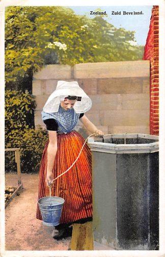 Ansichtkaart Zeeland Zuid-Beveland Zeeuws meisje in klederdracht 1934 HC17393