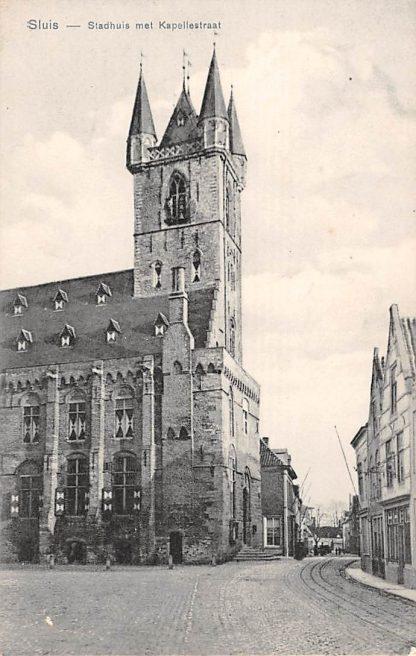 Ansichtkaart Sluis (ZL) Stadhuis met Kapellestraat en tramspoor Zeeuws-Vlaanderen HC17524