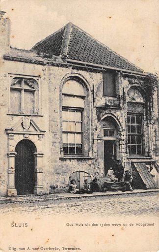 Ansichtkaart Sluis (ZL) Oud huis uit den 13den eeuw op de Hoogstraat Zeeuws-Vlaanderen HC17526