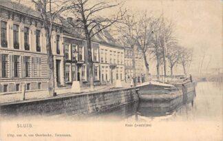 Ansichtkaart Sluis (ZL) Kade (Westzijde) met binnenvaart schip Scheepvaart Zeeuws-Vlaanderen HC17532