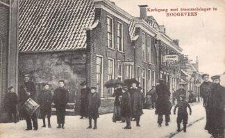 Ansichtkaart Hoogeveen Kerkgang met trommelslager 1919 Volksleven HC17636