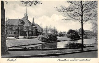 Ansichtkaart Delfzijl Raadhuis en Zeevaartschool Kerk 1939 HC17850