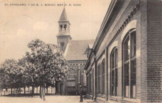 Ansichtkaart Sint-Annaland De O.L. School met N.H. kerk Tholen HC18073