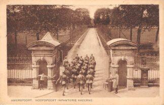 Ansichtkaart Amersfoort Hoofdpoort Infanterie Kazerne Militair Soldaten 1922 HC18078