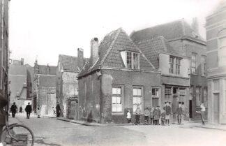 Ansichtkaart Zo was Dordrecht Begijnenstraat - Elfhuizen (hoek Hill) omstreeks 1925 HC18190