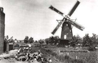 Ansichtkaart Zo was Dordrecht Molen Willem II a.d. Krommedijk omstreeks 1930 HC18199
