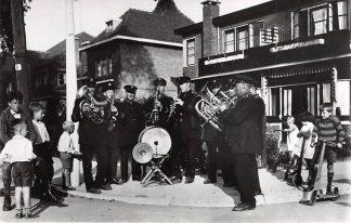 Ansichtkaart Zo was Dordrecht Korte Scheidingsweg 1932 Werklozenmuziekkorps HC18200