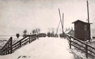 Ansichtkaart Zo was Dordrecht Overweg aan de Krommedijk omstreeks 1910 Spoorwegen HC18201