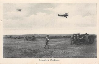 Ansichtkaart Legerplaats Oldebroek Kazerne Soldaten bij geschut en Fokker Vliegtuigen Militair Veluwe HC18228
