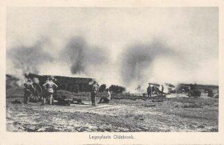 Ansichtkaart Legerplaats Oldebroek Kazerne Soldaten met werkend geschut Militair Veluwe HC18229