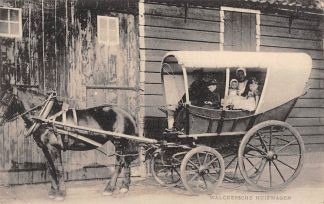 Ansichtkaart Middelburg Walcherse Huifwagen met boerengezin in klederdracht Paard en wagen HC18326