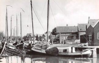 Ansichtkaart Spakenburg Haven met vissers schepen 1966 HC18338