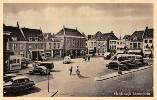 Ansichtkaart Harderwijk Marktplein Garage Auto en Bus 1952 HC18372