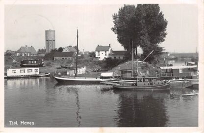 Ansichtkaart Tiel Haven Binnenvaart schepen Scheepvaart Watertoren 1952 HC18391