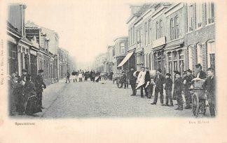 Ansichtkaart Den Helder Spoorstraat met volk HC18471