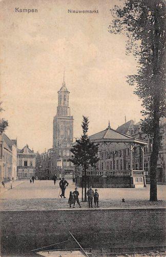 Ansichtkaart Kampen Nieuwemarkt met muziektent 1925. HC18484