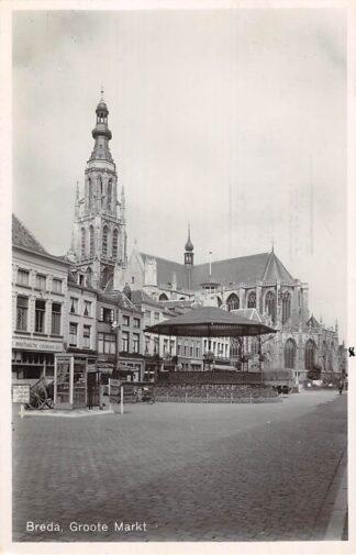 Ansichtkaart Breda Groote Markt in 1946 Muziektent en kerk HC18628