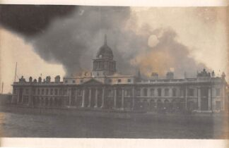 Ansichtkaart Ierland Dublin Fotokaart In brand gestoken douanekantoor 1921 Eire Europa HC18909