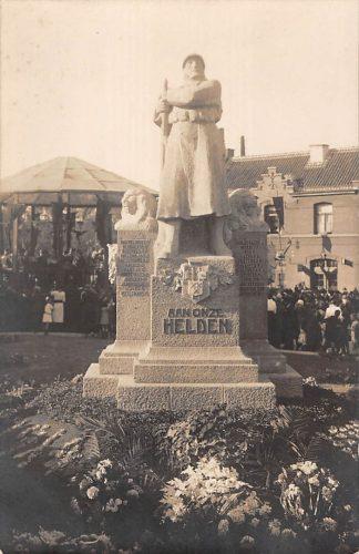 Ansichtkaart België Schoten Fotokaart Monument Aan onze helden met volk bij de muziektent W01 1914-1918 Militair Europa HC19088