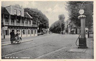 Ansichtkaart De Bilt Dorpsstraat met benzinepomp SHELL en Hotel Poll 1941 HC19358