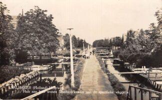Ansichtkaart Aalsmeer Uiterweg Huis aan huis wonen bloemenkwekers aan dit specifieke weggetje 1952 HC19410