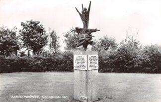 Ansichtkaart Raamsdonksveer Oorlogs monument 1969 HC19424