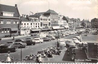 Ansichtkaart Eindhoven Markt met auto's Amsterdamsche Bank HC19425