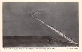 Ansichtkaart Friesland Afsluitdijk nabij de Friesche Kust tijdens de uitvoering 1928 KLM Luchtfoto 8144 IJsselmeer Zuiderzee HC19511