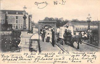 Ansichtkaart Amsterdam Kattenburgerbrug met sleperskar paard en volk 1904 HC19548