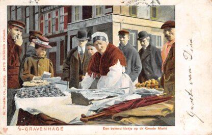 Ansichtkaart 's-Gravenhage Een bekend plekje op de Groote Markt Marktkoopvrouw Straatleven 1902 HC20013