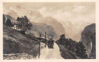 Ansichtkaart Zwitserland Trein Zug Wongerenalp bahn Mit Jungfrau und Lauterbrunnental Spoorwegen Schweiz Suisse Switzerland Wueopa HC20048