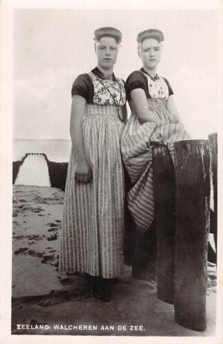 Ansichtkaart Zeeland Walcheren aan de zee Meisjes in klederdracht HC20221
