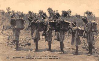 Ansichtkaart Congo Belge Bandakani Inlandsche vrouwen op weg naar de markt België Afrika HC20290
