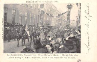 Ansichtkaart 's-Gravenhage Herinnering 7 Februari 1901 De Bruidsstoet Galarijtuig met Europese vorsten Koningshuis HC20703
