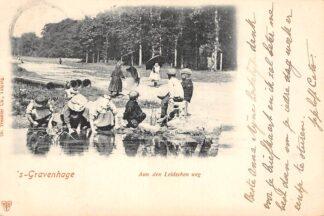 Ansichtkaart 's-Gravenhage Aan den Leidschen weg met spelende kinderen HC20731