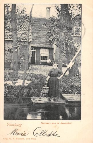 Ansichtkaart Voorburg Boerderij aan de Broeksloot met boerin 1900 Den Haag HC20931