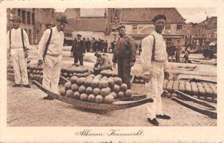 Ansichtkaart Alkmaar Kaasmarkt met kaasdragers 1913 HC21493