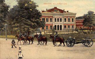 Ansichtkaart Arnhem Willemsplein Soldate te paard met kanon 1907 Militair HC21499