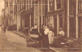 Ansichtkaart Amsterdam Momentopname uit het Amsterdamsche Straatleven Een kijkje in de Jordaan Een buurpraatje 1911 HC21502
