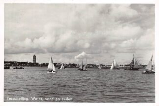 Ansichtkaart Terschelling Water wind en zeilen Vuurtoren 1950 Zeil schepen HC21689