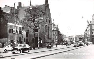 Ansichtkaart 's-Gravenhage De Gevangenpoort met auto Tram 1965 HC21747