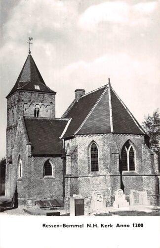 Ansichtkaart Ressen - Bemmel N.H. Kerk met begraafplaats 1970 Betuwe HC21850