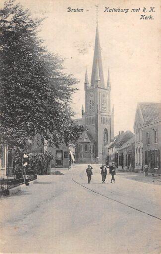 Ansichtkaart Druten Katteburg met R.K. Kerk en tramspoor HC21963